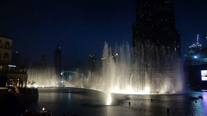 Fontána Dubai večer