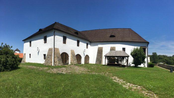 Tvrz Žumberk 13.století