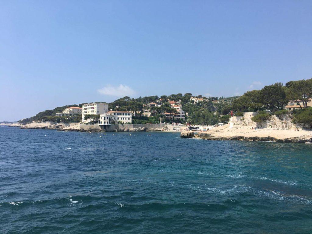 Čisté moře v Cassis