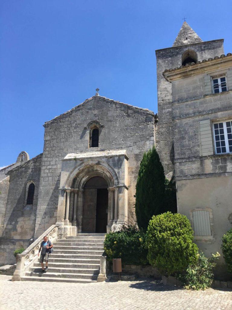 Kostelík v Les Baux