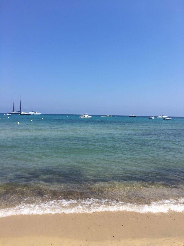 Pláž Pampelone nedaleko Saint Tropez