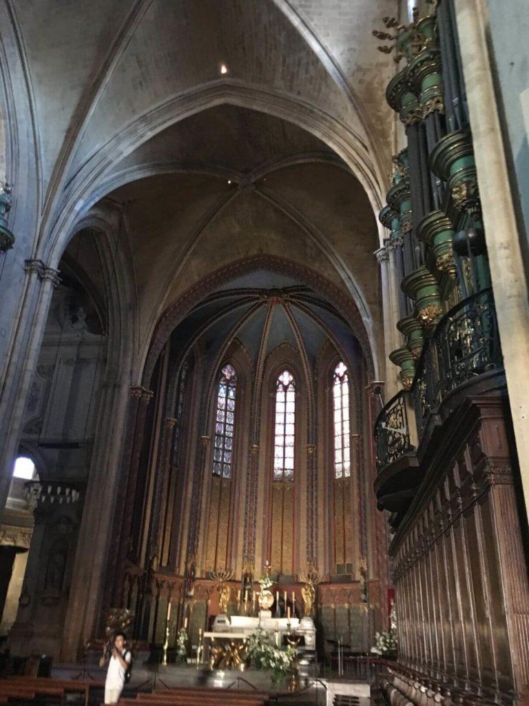 Uvnitř kostela Aix