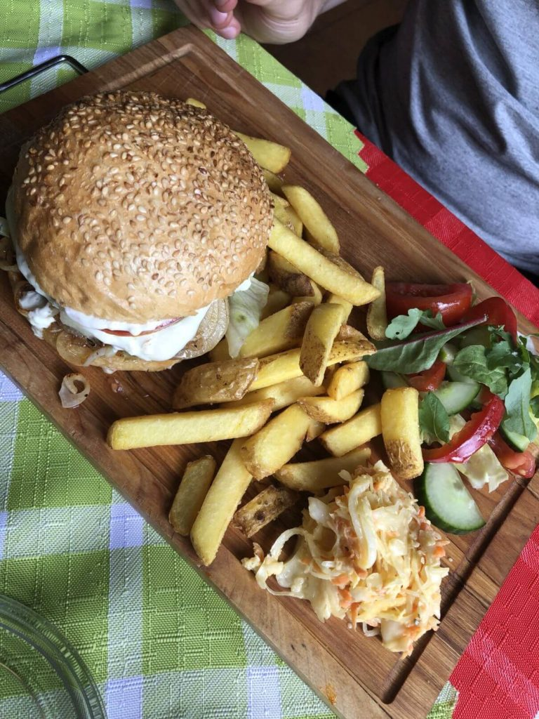 Borovanský mlýn burger