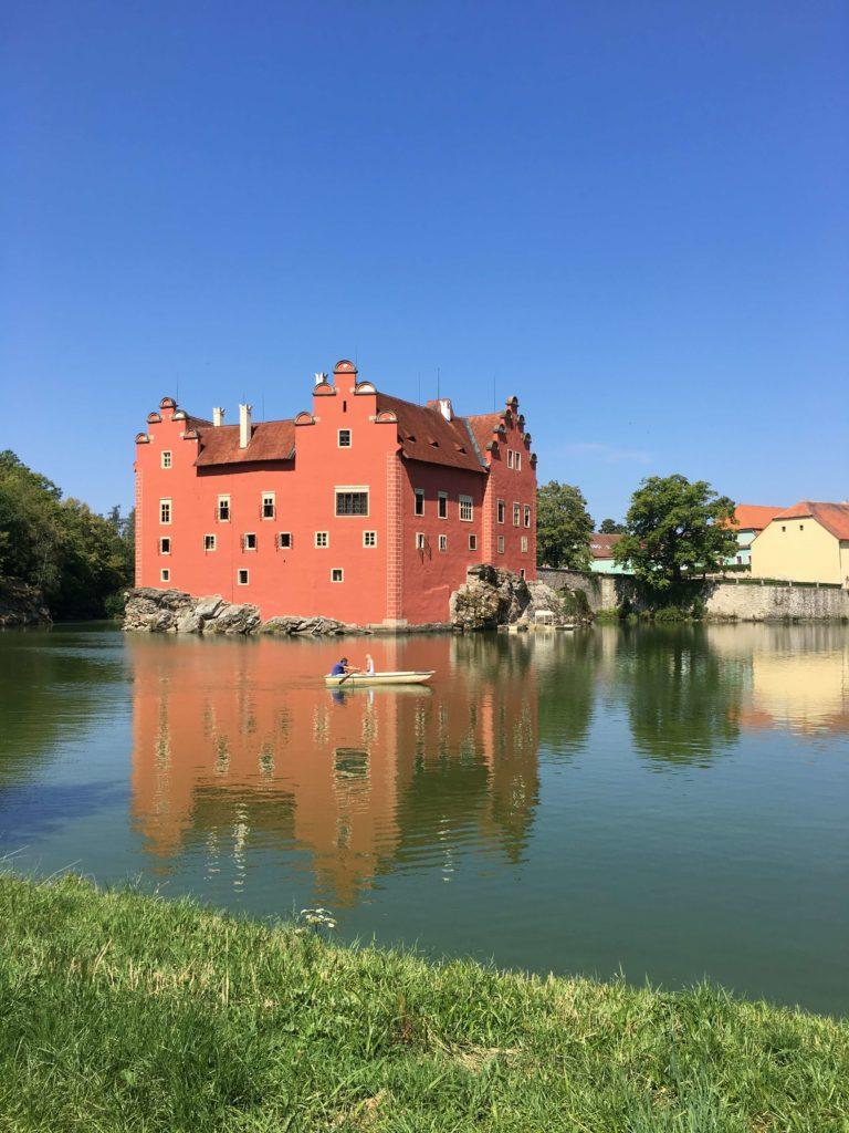 Červená Lhota a rybník