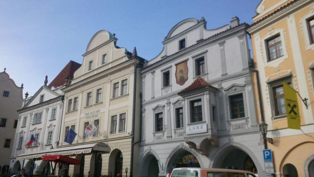 Stavby na náměstí