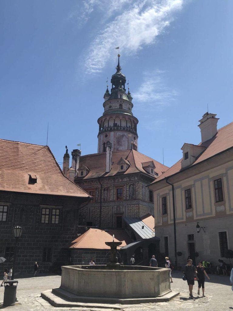 Zámecká věž a nádvoří