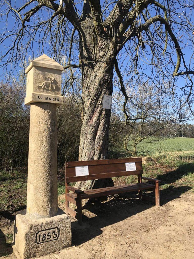 Křížek a lavička