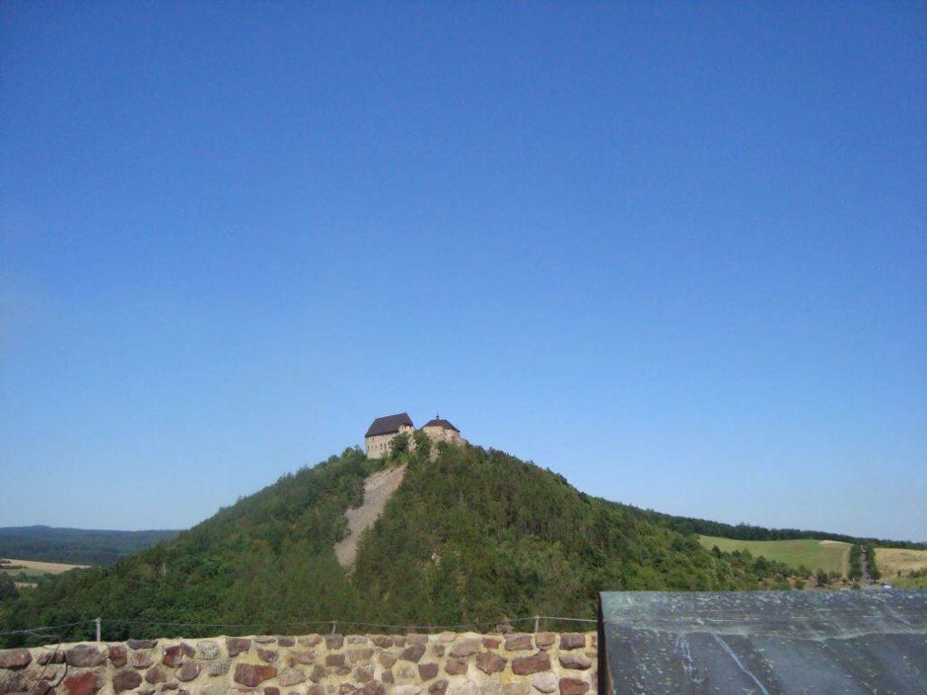 Pohled ze Žebráku na Točník