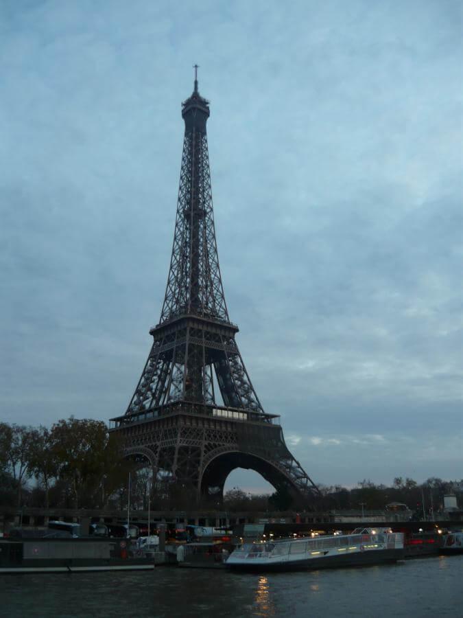 Eiffelova věž pohled ze Seiny