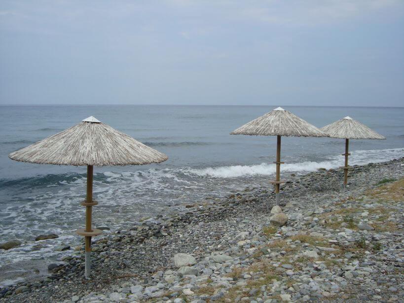 Moře a slunečníky