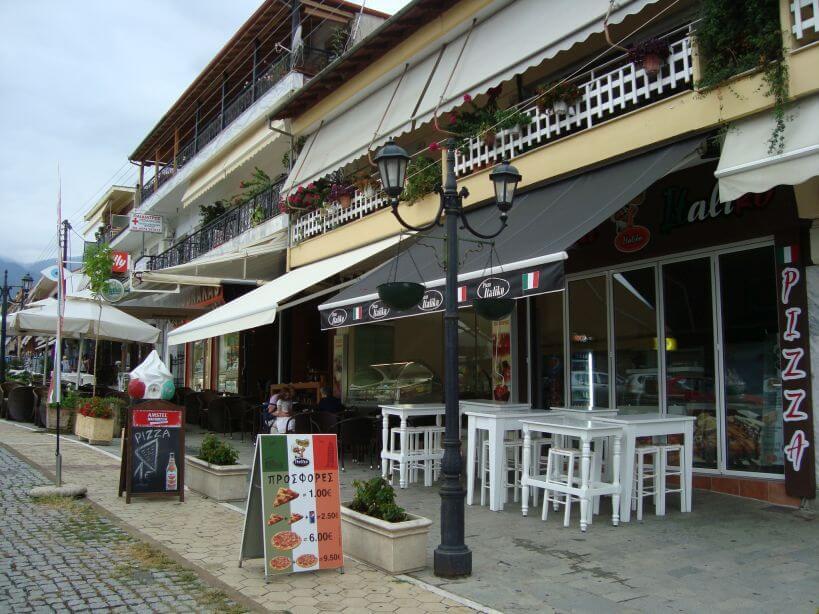 Restaurace v ulici Metaxa