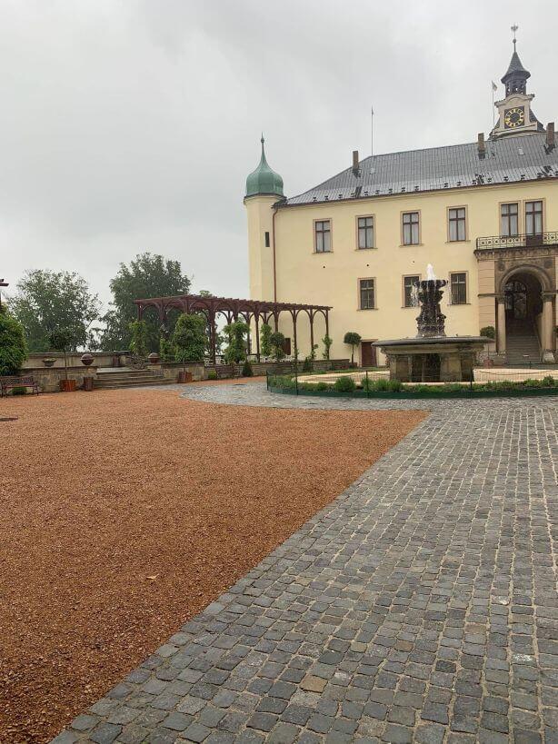 Terasa zámek Zbiroh