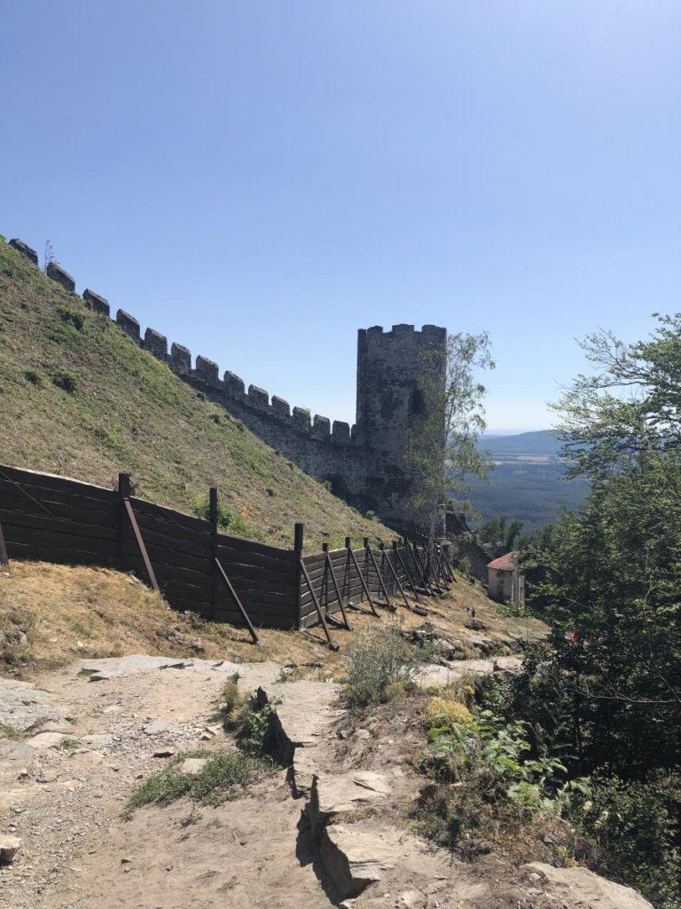 Hrad Bezděz hradby