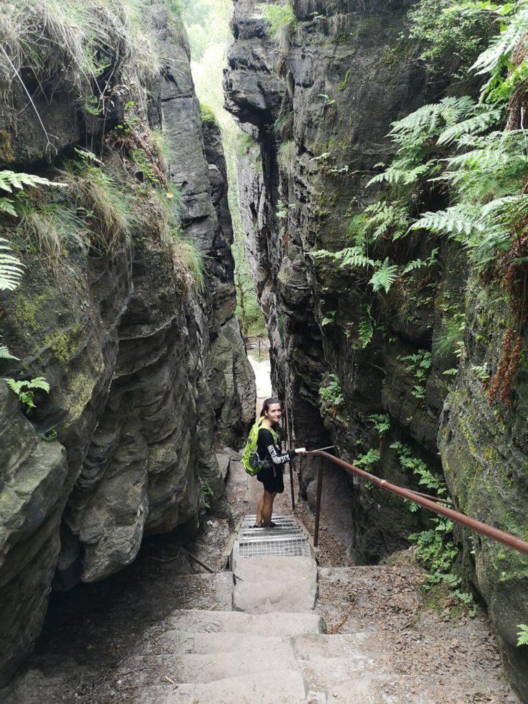 Schodiště ve skalách