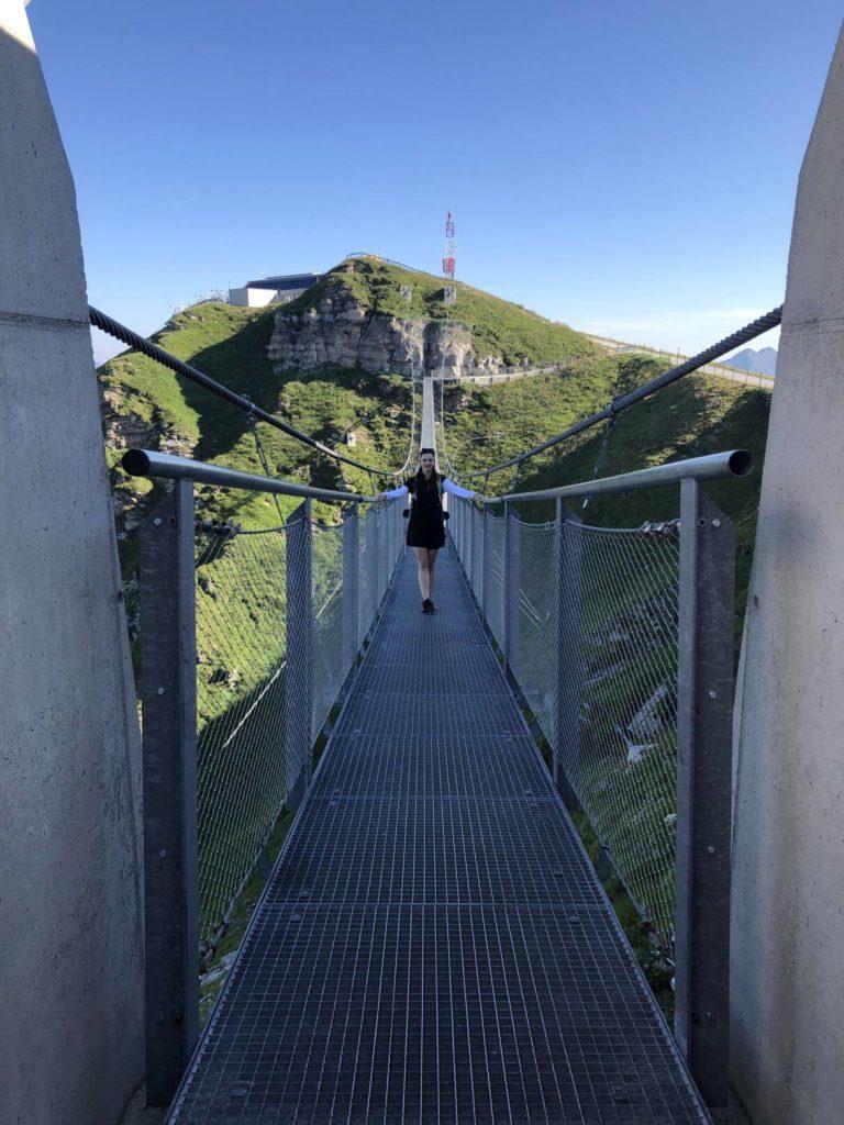 Na visutém mostě