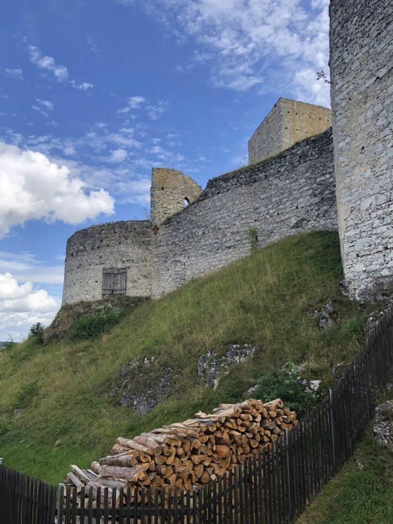Okolo hradeb