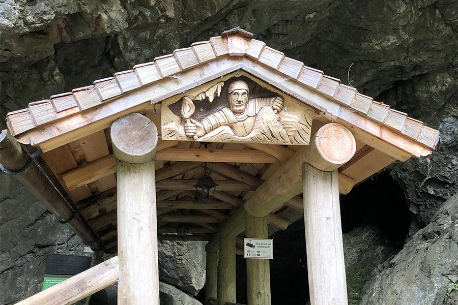 Vstup do jeskyně