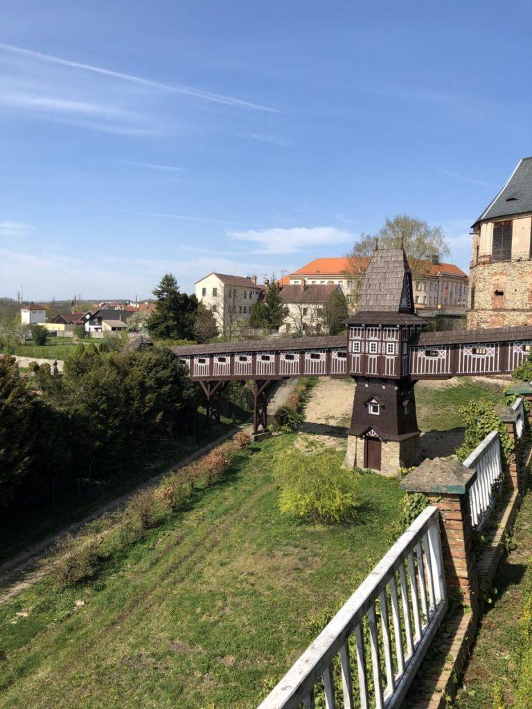 Dřevěný most