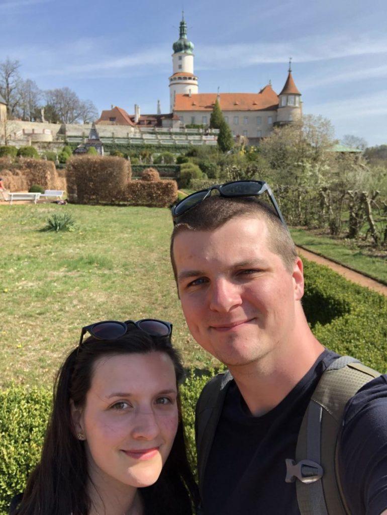 V zahradě zámku