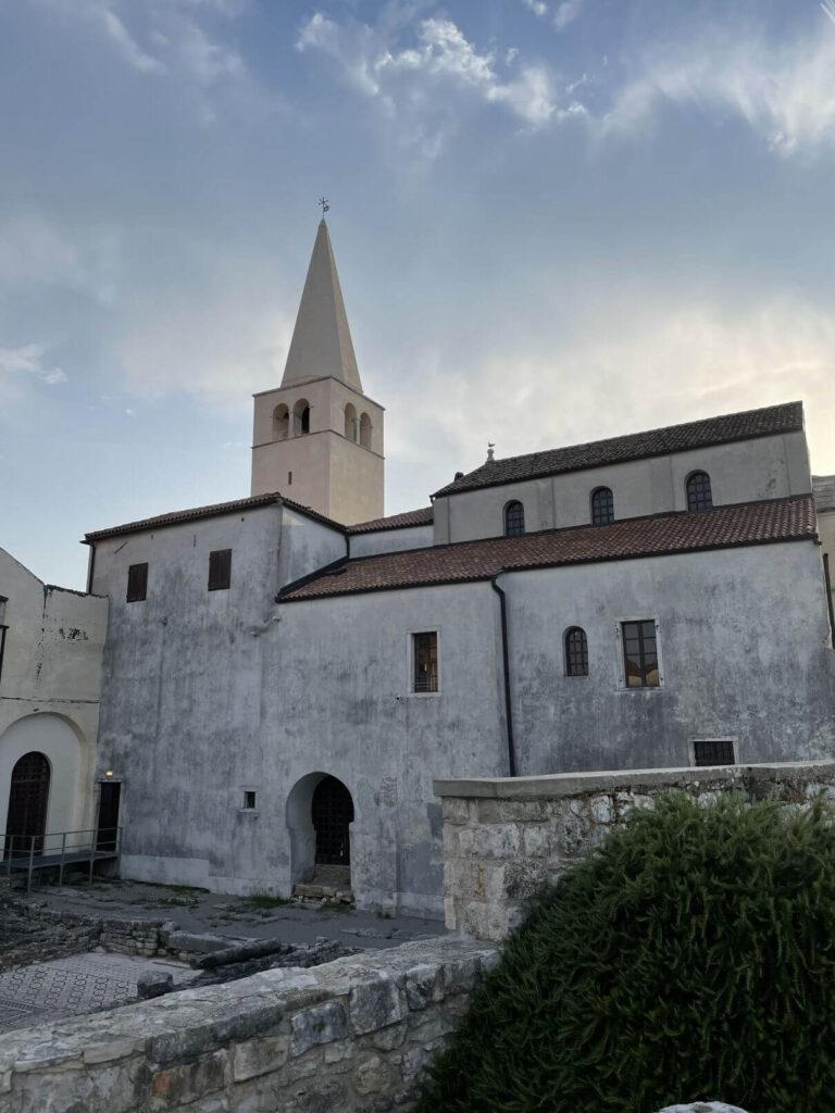 Věž baziliky