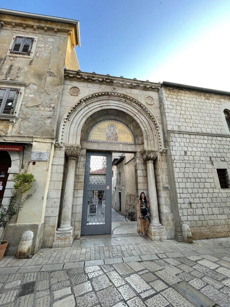 Vstup do baziliky